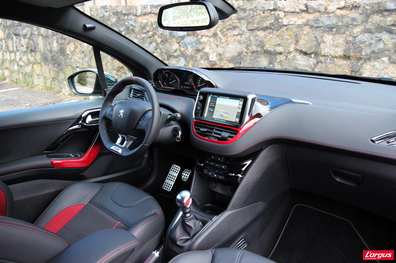 essai peugeot 208 gti le sport sans exc s l 39 argus. Black Bedroom Furniture Sets. Home Design Ideas