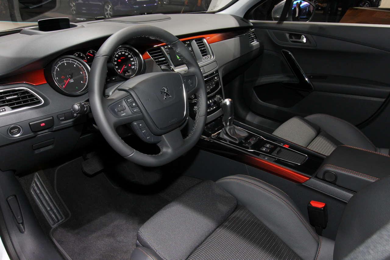 Mondial auto 2014 vid o et photos peugeot 508 rxh 2 0 for Interieur 508