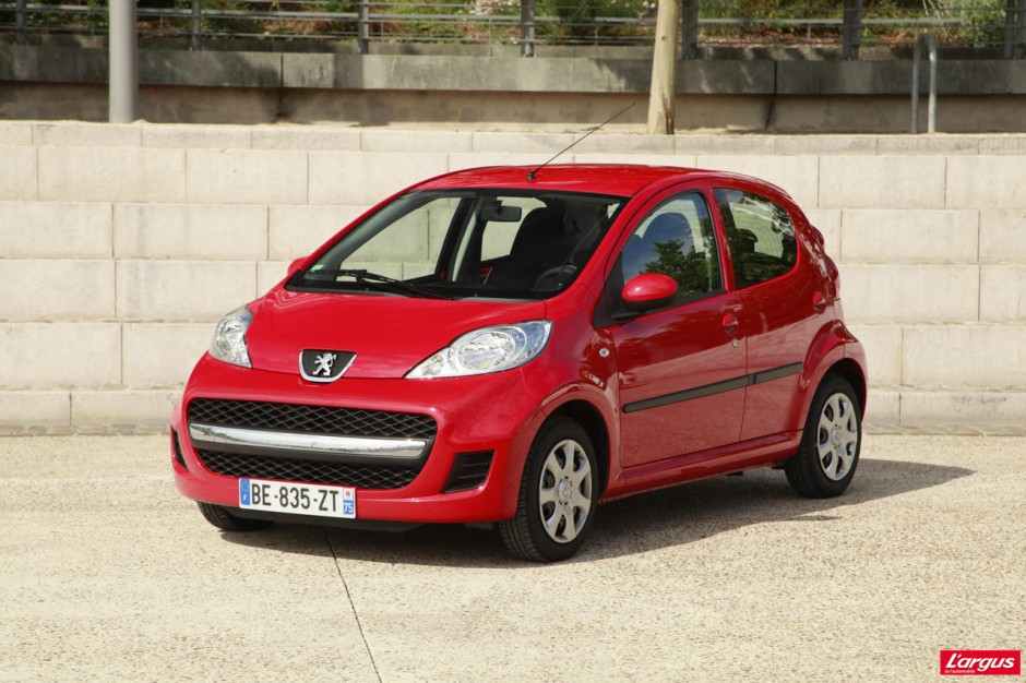 citro n c1 et peugeot 107 derni re ligne droite photo 36 l 39 argus. Black Bedroom Furniture Sets. Home Design Ideas
