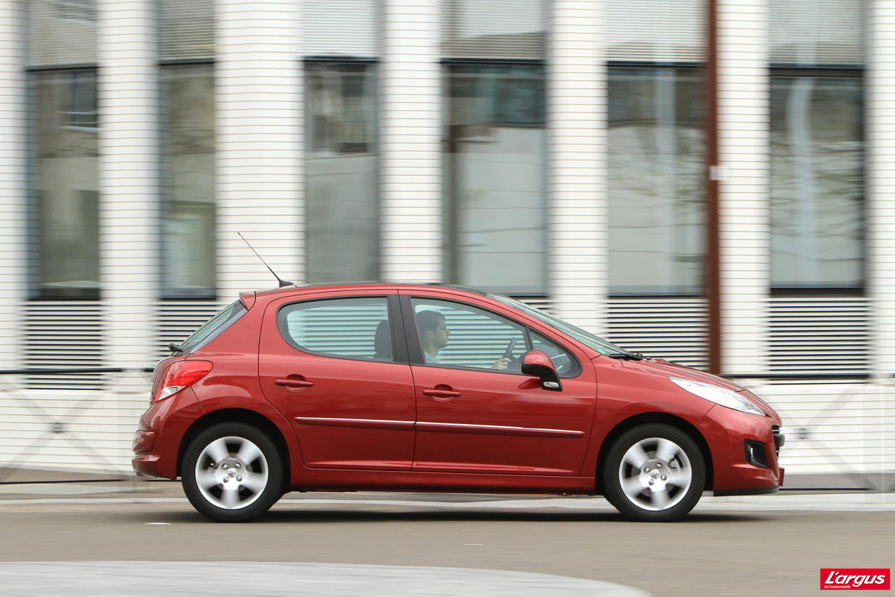 la honda jazz hybrid affronte la peugeot 207 hdi photo 31 l 39 argus. Black Bedroom Furniture Sets. Home Design Ideas