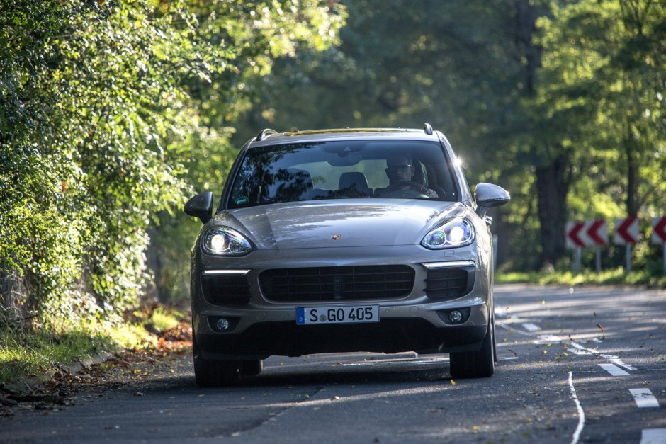 essai porsche cayenne s e hybrid le cayenne sonne la charge photo 14 l 39 argus. Black Bedroom Furniture Sets. Home Design Ideas
