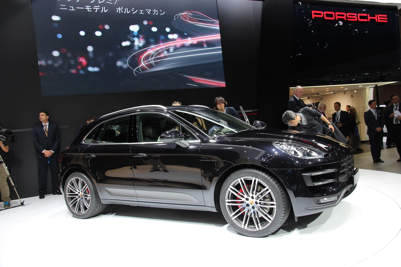 video porsche d voile son nouveau macan au salon de tokyo 2013 l 39 argus. Black Bedroom Furniture Sets. Home Design Ideas