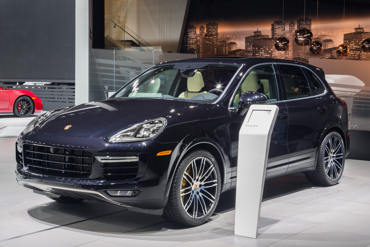 porsche cayenne turbo s 2015 premi res photos officielles l 39 argus. Black Bedroom Furniture Sets. Home Design Ideas
