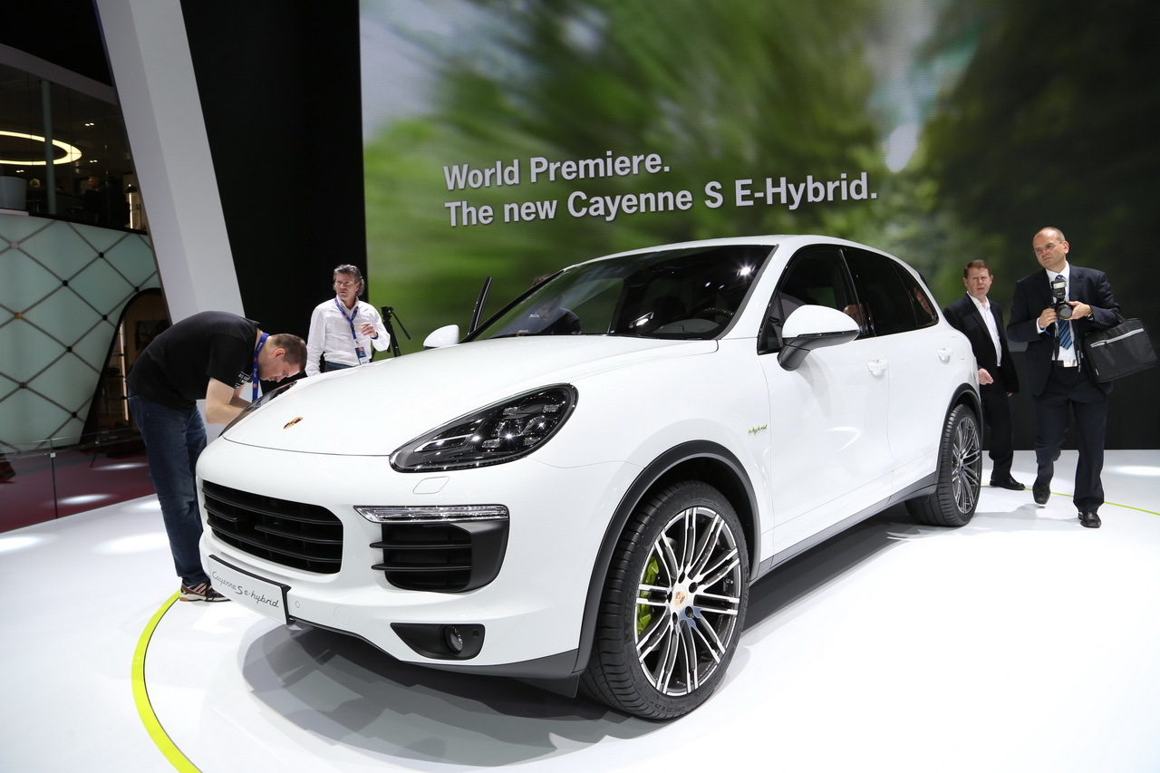 porsche cayenne s e hybrid l 39 hybride tout azimut au mondial 2014 photo 4 l 39 argus. Black Bedroom Furniture Sets. Home Design Ideas