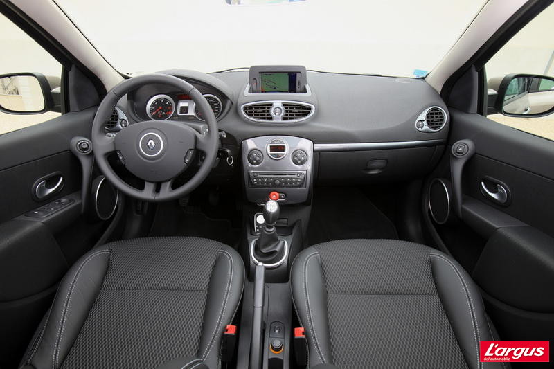 la seat ibiza st face la renault clio estate photo 9 l 39 argus. Black Bedroom Furniture Sets. Home Design Ideas