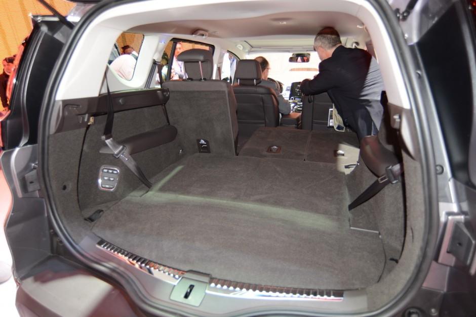 renault espace v photos et vid os espace 2015 au mondial de l 39 auto photo 24 l 39 argus. Black Bedroom Furniture Sets. Home Design Ideas
