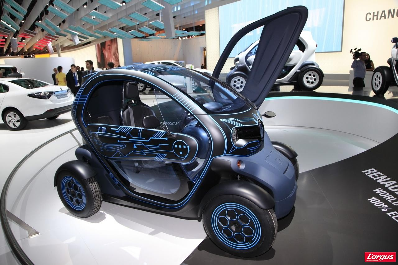 renault twizy ze concept entre deux mondes salon de l 39 auto 2010. Black Bedroom Furniture Sets. Home Design Ideas