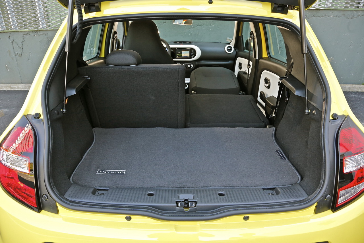 vid o premier essai de la nouvelle renault twingo iii. Black Bedroom Furniture Sets. Home Design Ideas