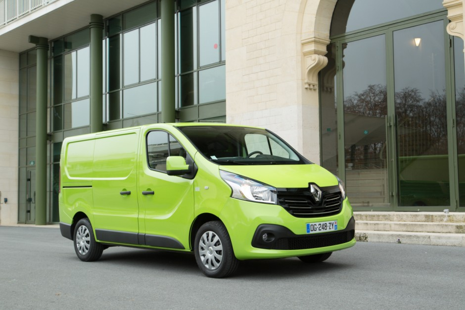 le renault trafic lu utilitaire de l 39 ann e 2015 photo 9 l 39 argus. Black Bedroom Furniture Sets. Home Design Ideas