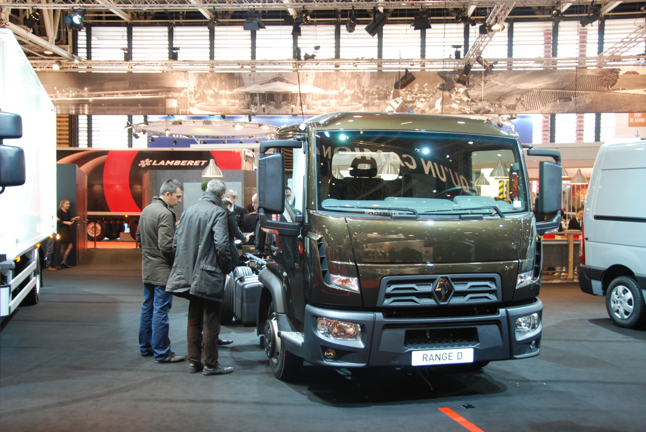 renault trucks lance son petit camion de 3 5 7 5 tonnes photo 1 l 39 argus. Black Bedroom Furniture Sets. Home Design Ideas