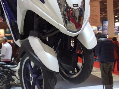 Salon de la Moto de Paris : le Yamaha 125 Tricity dispose d'un train avant inédit.
