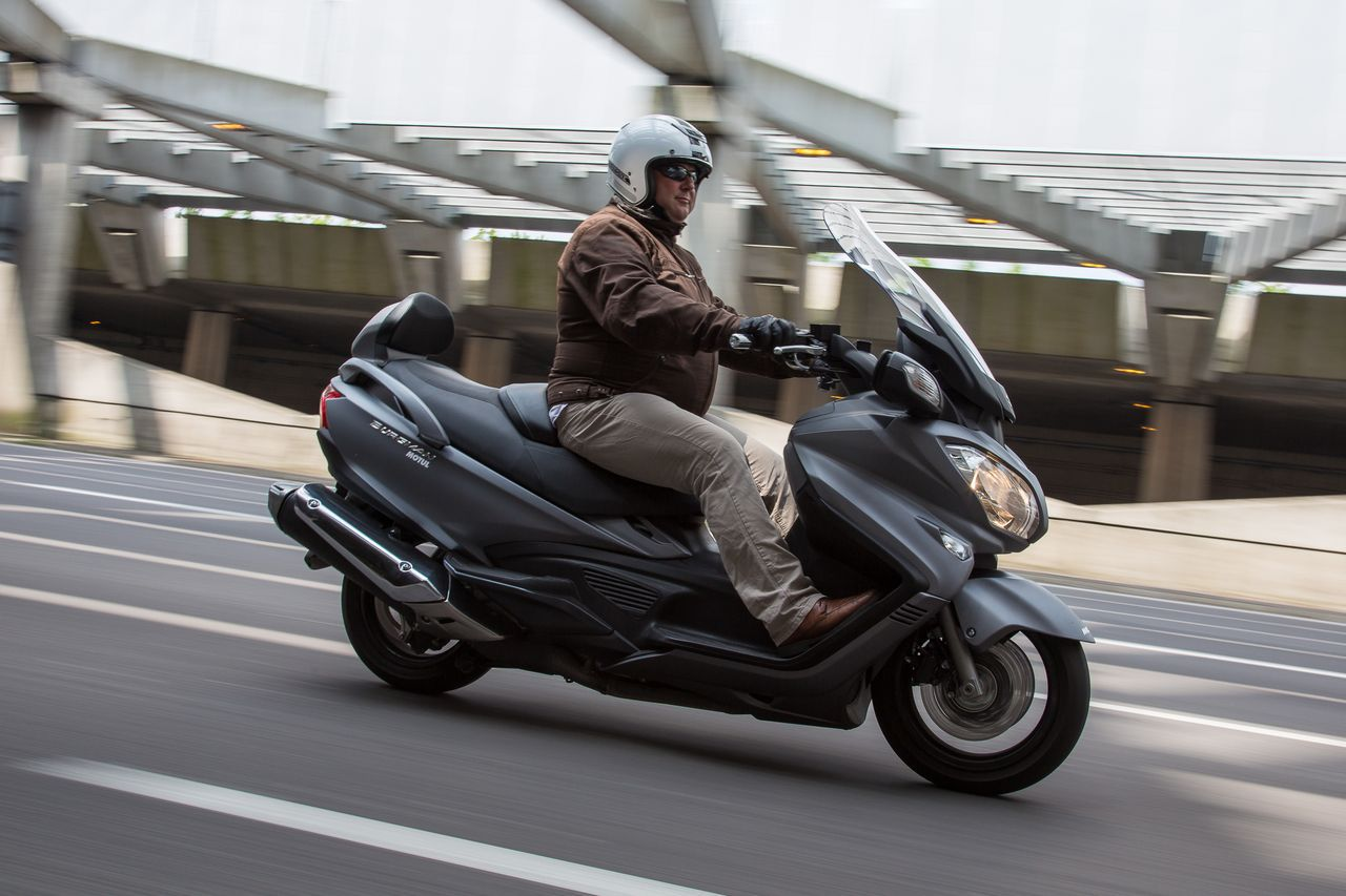essai du maxi scooter suzuki burgman 650 l 39 argus. Black Bedroom Furniture Sets. Home Design Ideas