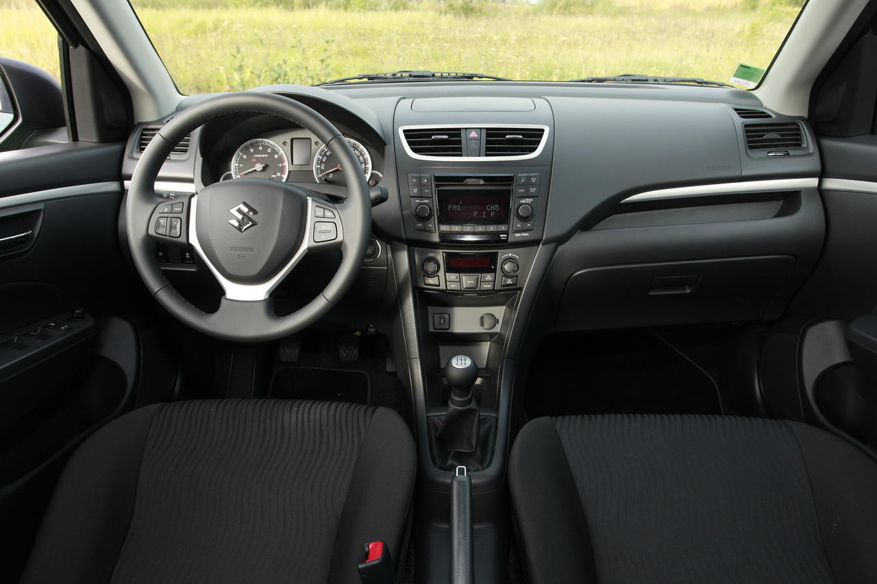 la suzuki swift affronte la peugeot 207 l 39 argus. Black Bedroom Furniture Sets. Home Design Ideas