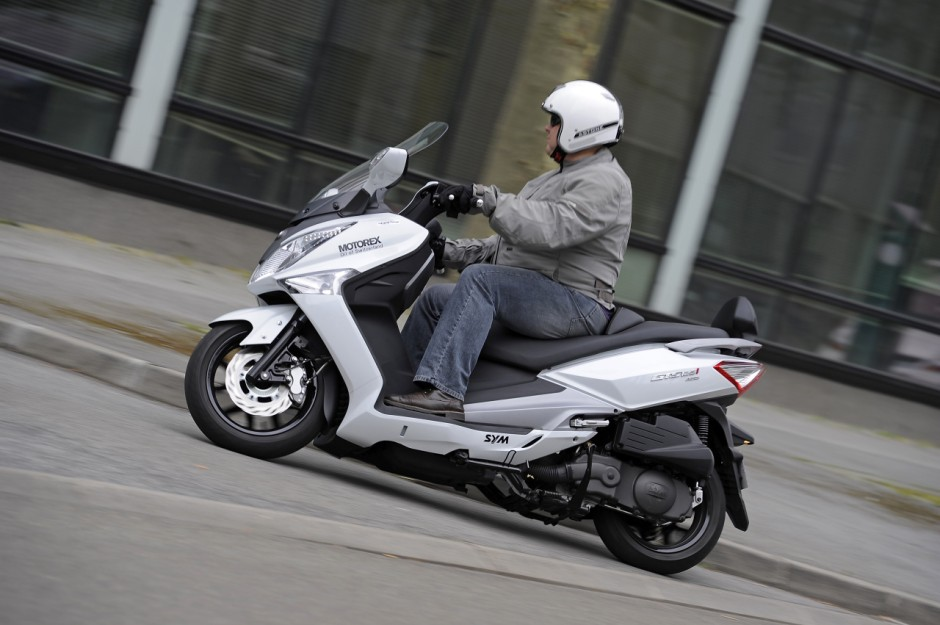 essai du scooter sym 125 gts abs stop start photo 8 l. Black Bedroom Furniture Sets. Home Design Ideas