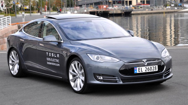 la tesla en location longue dur e l 39 argus. Black Bedroom Furniture Sets. Home Design Ideas