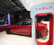 Tesla P85D : plus technologique et �quip�e de deux moteurs �lectriques