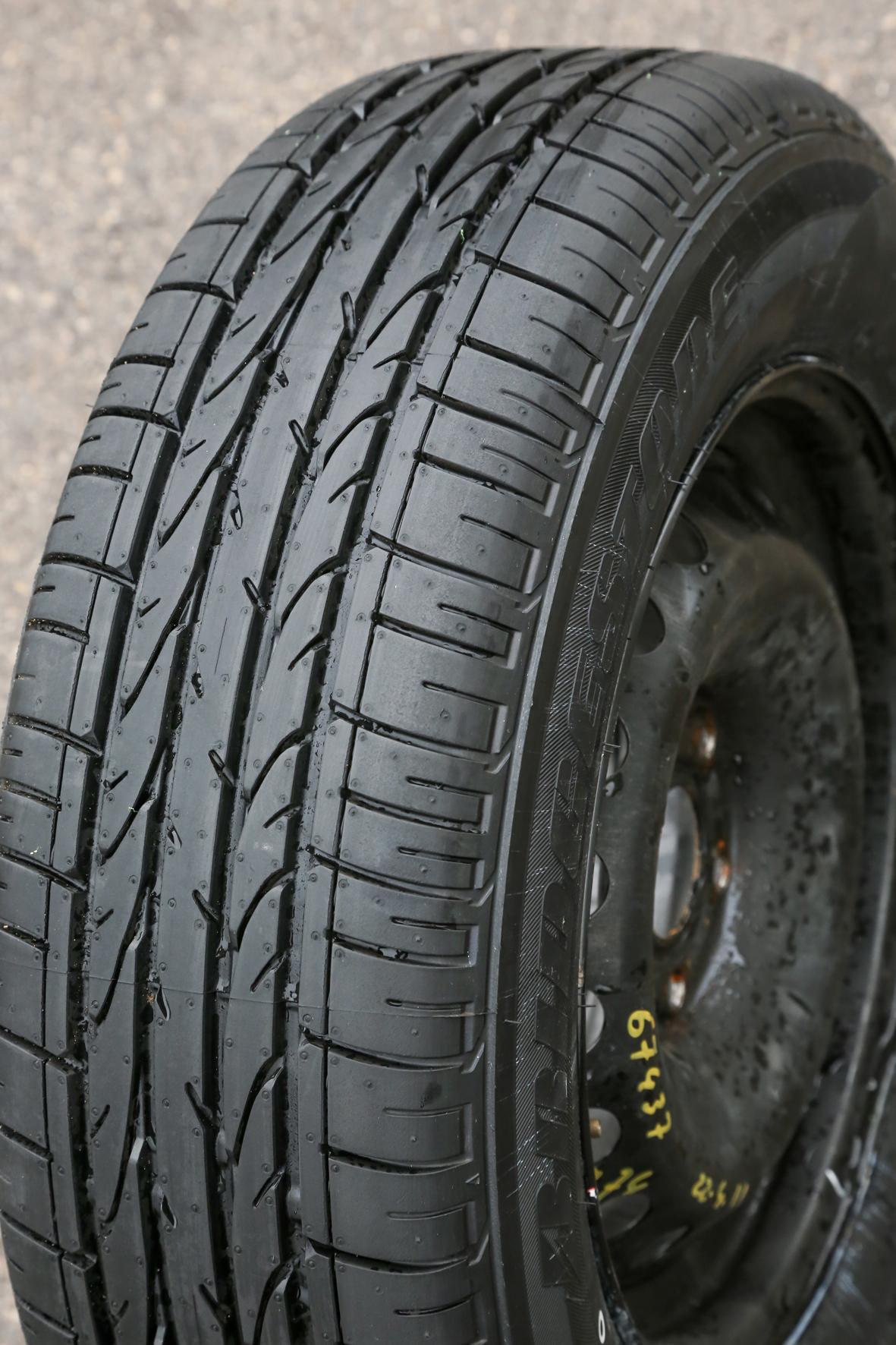 test exclusif quels sont les meilleurs pneus suv photo 24 l 39 argus. Black Bedroom Furniture Sets. Home Design Ideas