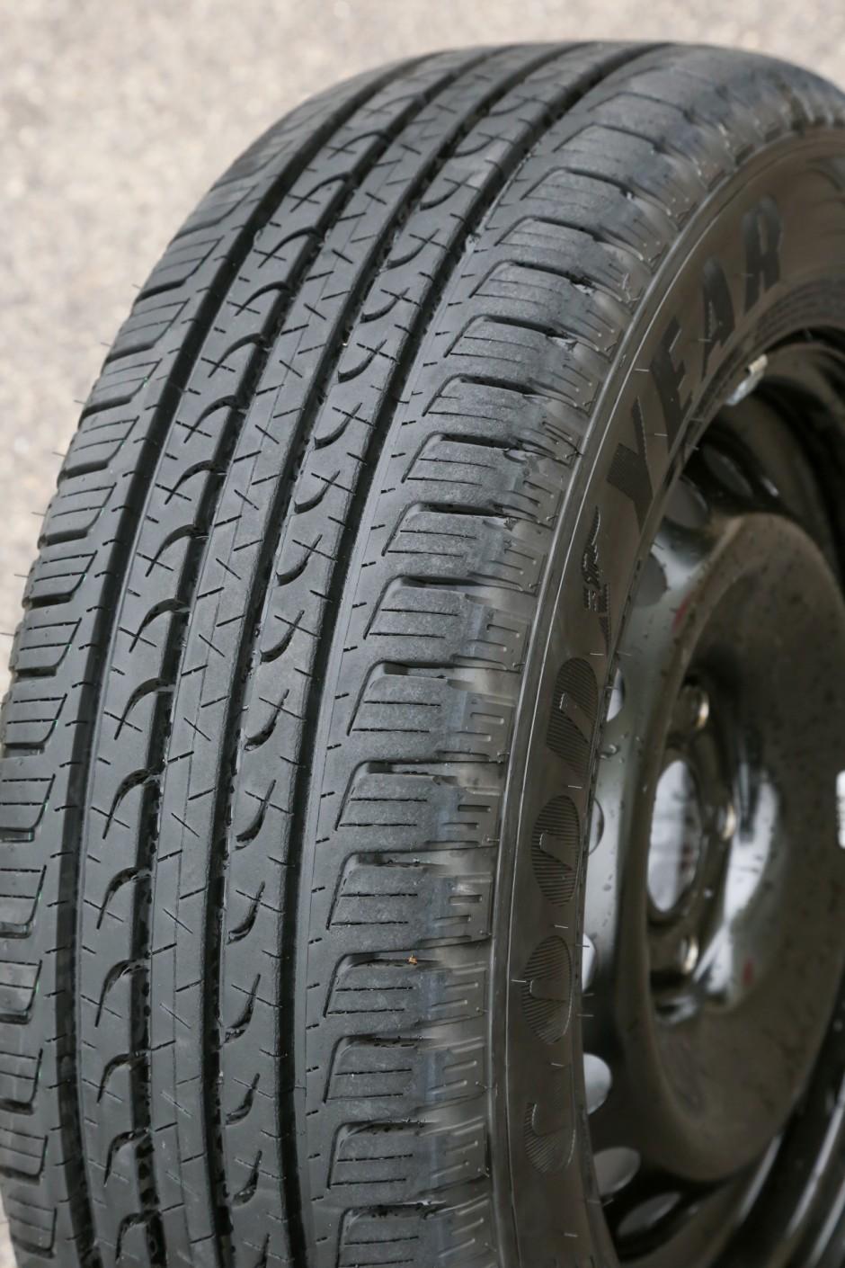 test exclusif quels sont les meilleurs pneus suv photo 52 l 39 argus. Black Bedroom Furniture Sets. Home Design Ideas