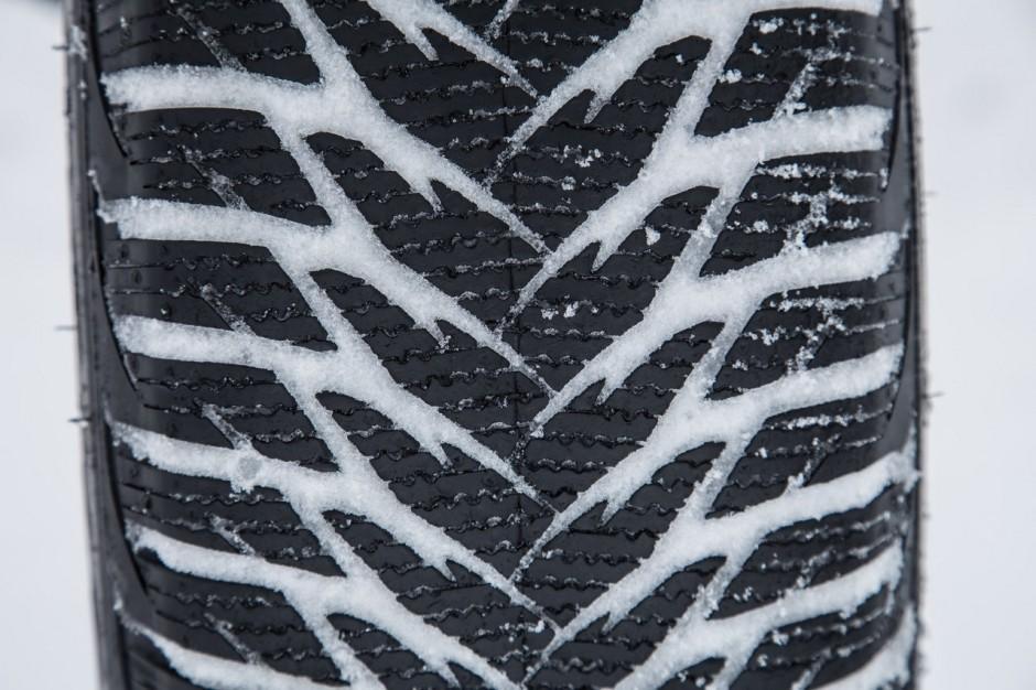 test exclusif le nouveau pneu hiver goodyear ultragrip 9 l 39 essai photo 17 l 39 argus. Black Bedroom Furniture Sets. Home Design Ideas