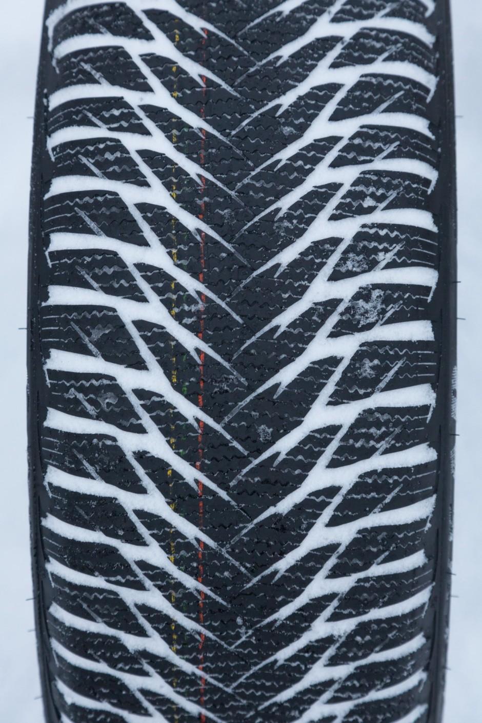 test pneus hiver quel est le meilleur photo 36 l. Black Bedroom Furniture Sets. Home Design Ideas