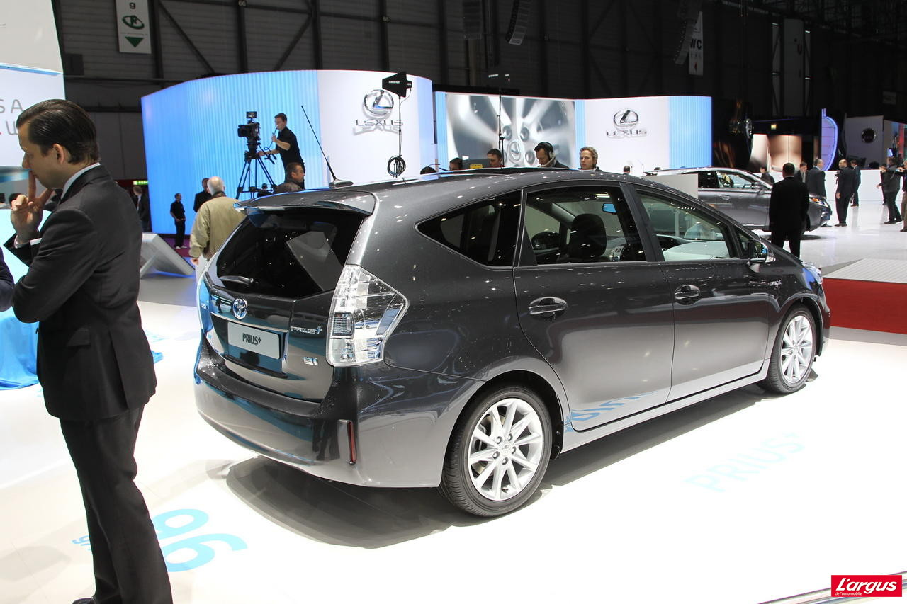 toyota prius l 39 hybride en famille salon de gen ve 2012. Black Bedroom Furniture Sets. Home Design Ideas