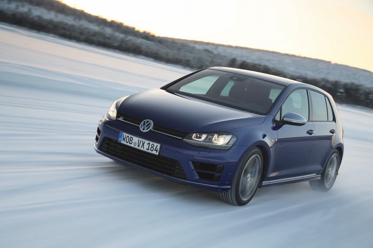 essai vid o de la volkswagen golf r 2014 sur glace. Black Bedroom Furniture Sets. Home Design Ideas