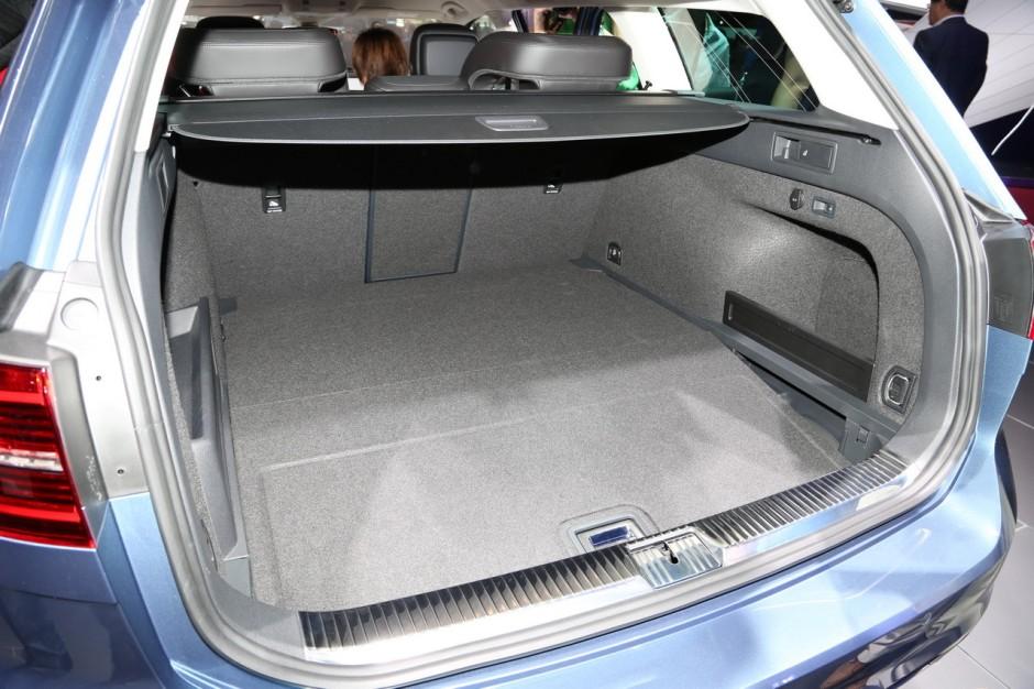 la nouvelle volkswagen passat sw fait le break au mondial de l 39 auto photo 5 l 39 argus. Black Bedroom Furniture Sets. Home Design Ideas