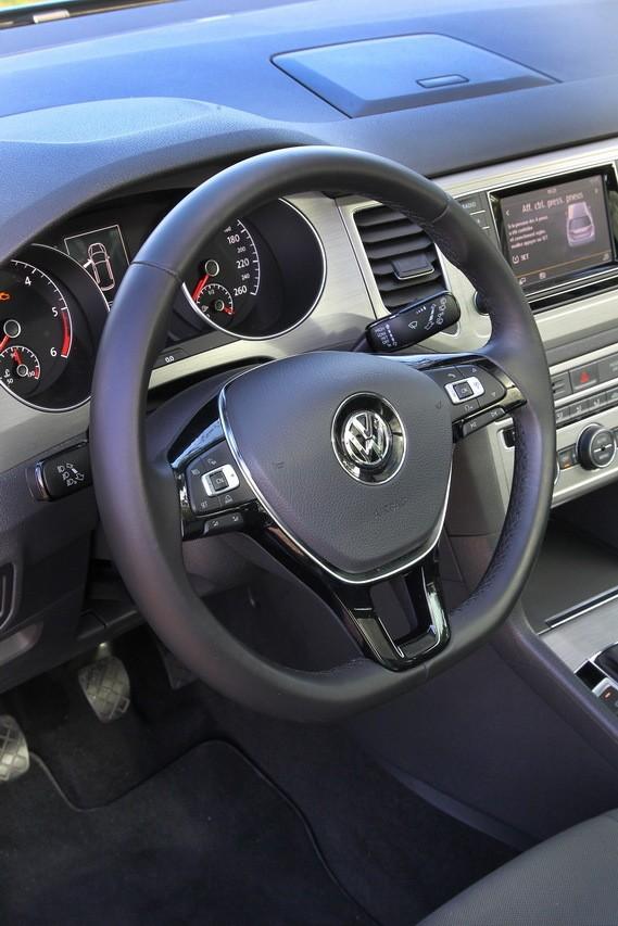 la nouvelle volkswagen golf sportsvan face au renault sc nic photo 50 l 39 argus. Black Bedroom Furniture Sets. Home Design Ideas