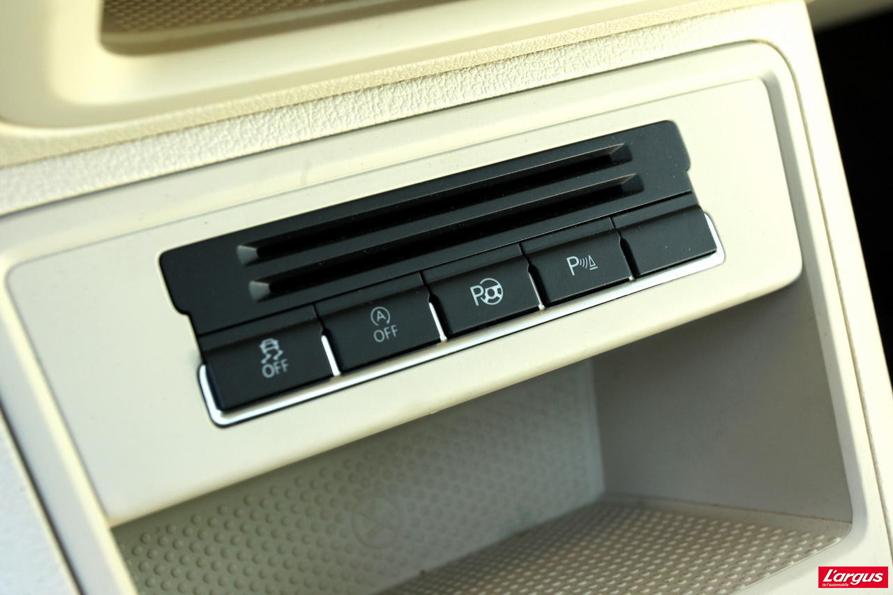 le peugeot 3008 hybrid4 affronte le volkswagen tiguan tdi photo 40 l 39 argus. Black Bedroom Furniture Sets. Home Design Ideas