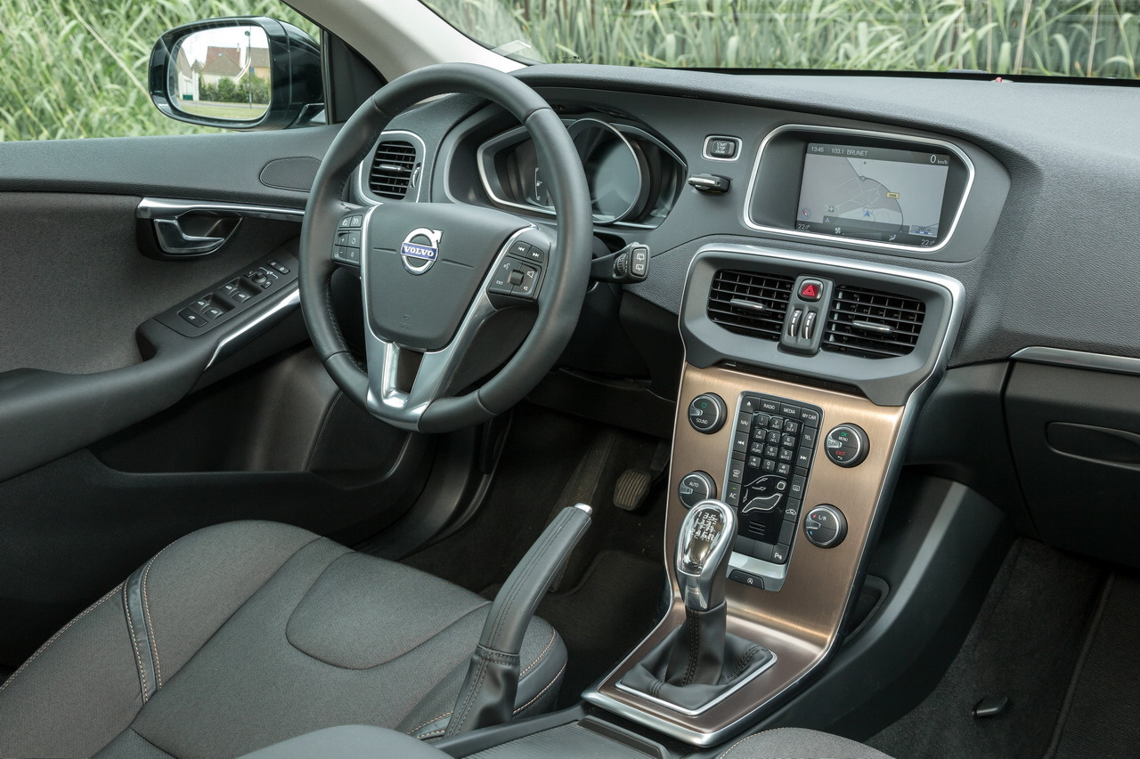 La volvo v40 cross country d3 l 39 essai photo 20 l 39 argus for Interieur xc40