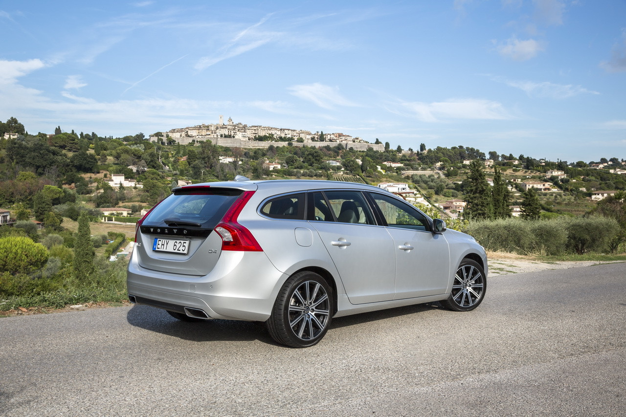essai de la nouvelle volvo v60 d4 quatre cylindres photo 5 l 39 argus. Black Bedroom Furniture Sets. Home Design Ideas