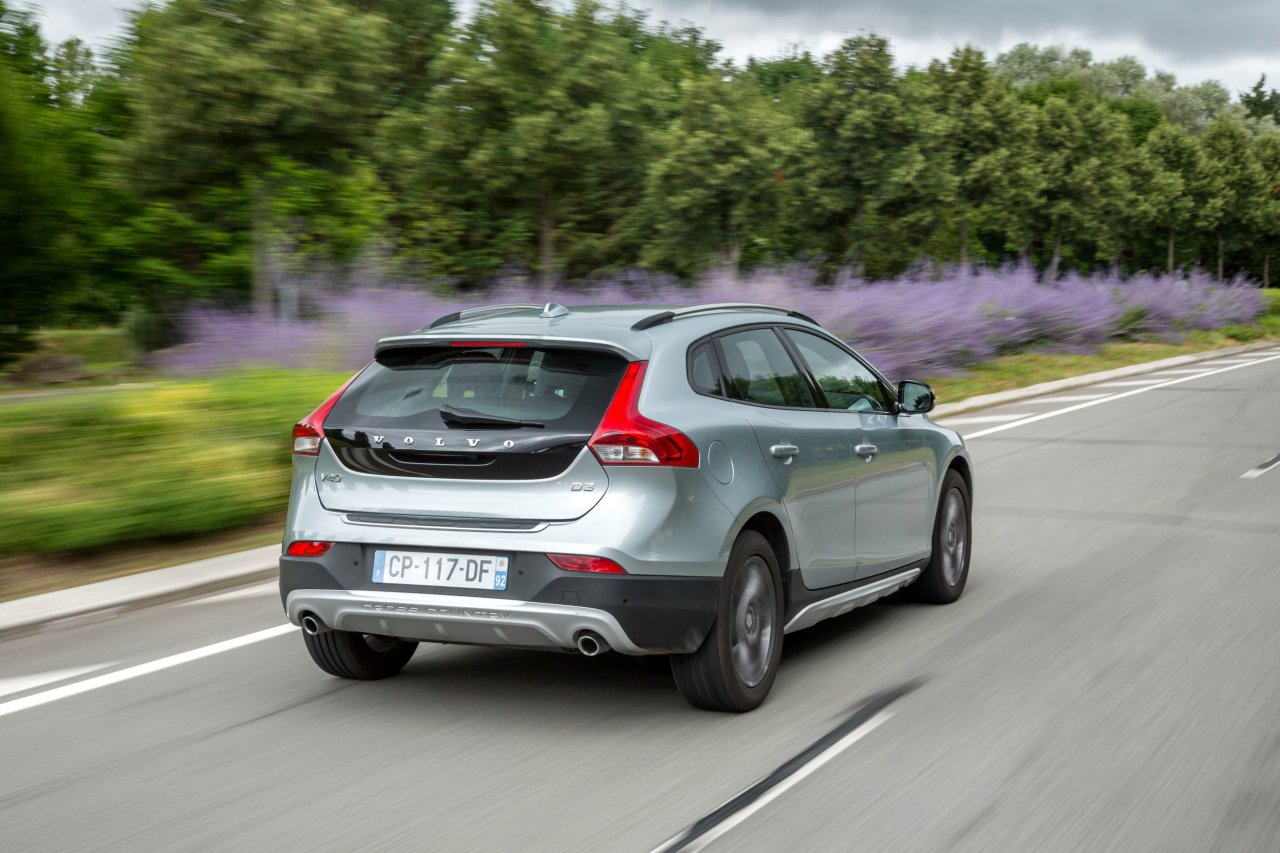 volvo v40 et crosscountry des remises jusqu 39 en avril l 39 argus. Black Bedroom Furniture Sets. Home Design Ideas