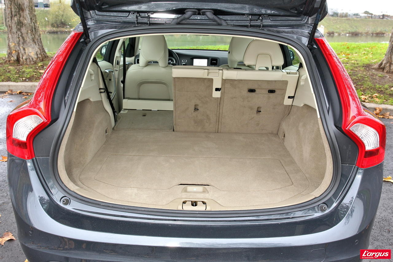 la citro n ds5 affronte la volvo v60 l 39 argus. Black Bedroom Furniture Sets. Home Design Ideas
