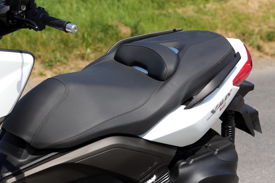 essai du maxi scooter yamaha x max 400 l 39 argus. Black Bedroom Furniture Sets. Home Design Ideas