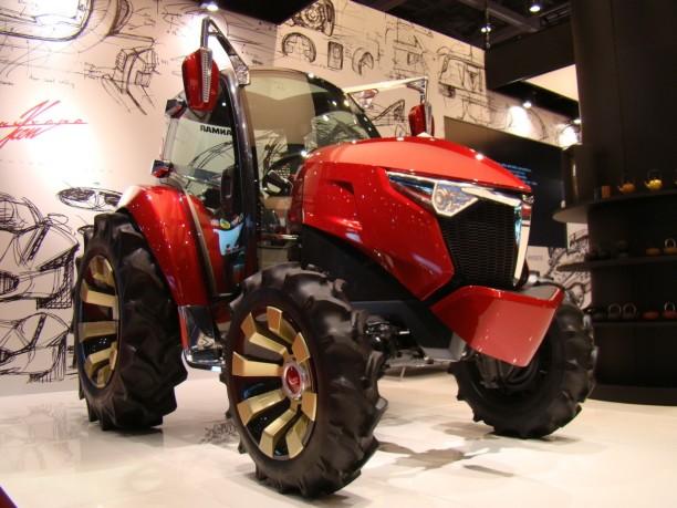 Le tracteur du futur au salon de tokyo 2013 l 39 argus - Salon du materiel agricole ...