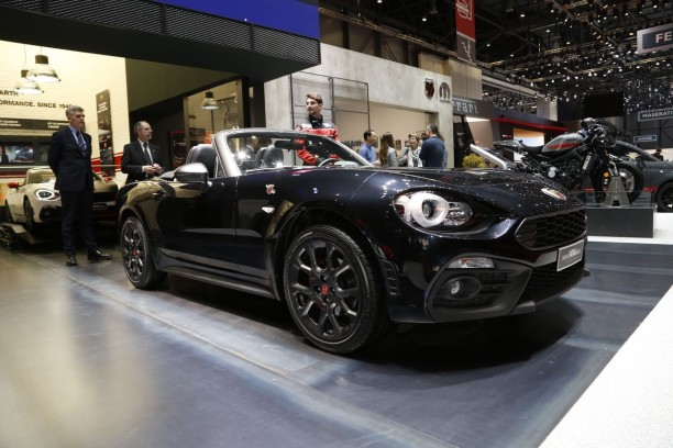 abarth 124 spider scorpione elle envoie du son l 39 argus. Black Bedroom Furniture Sets. Home Design Ideas