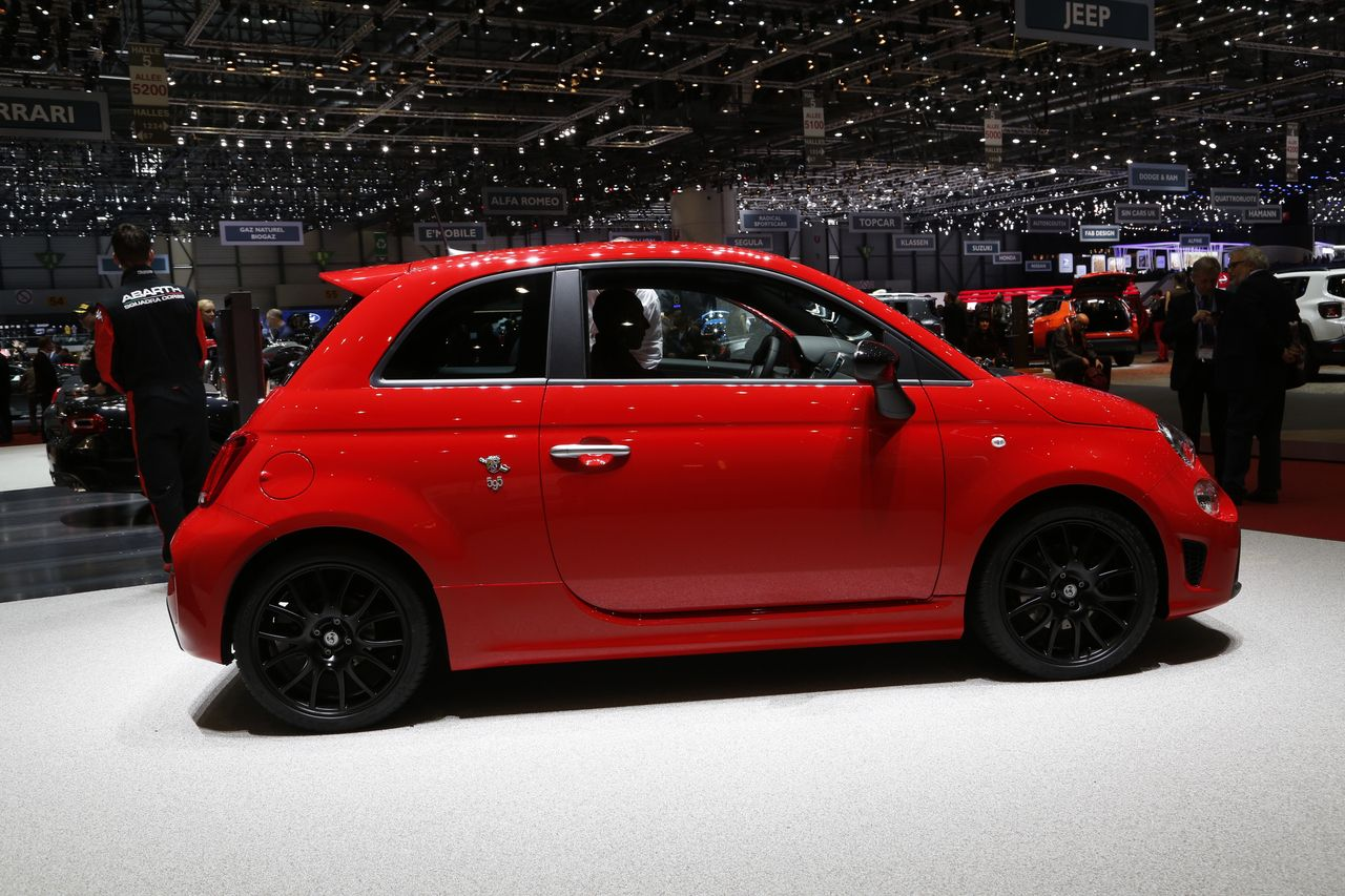 abarth 595 pista une pistarde gen ve photo 4 l 39 argus. Black Bedroom Furniture Sets. Home Design Ideas