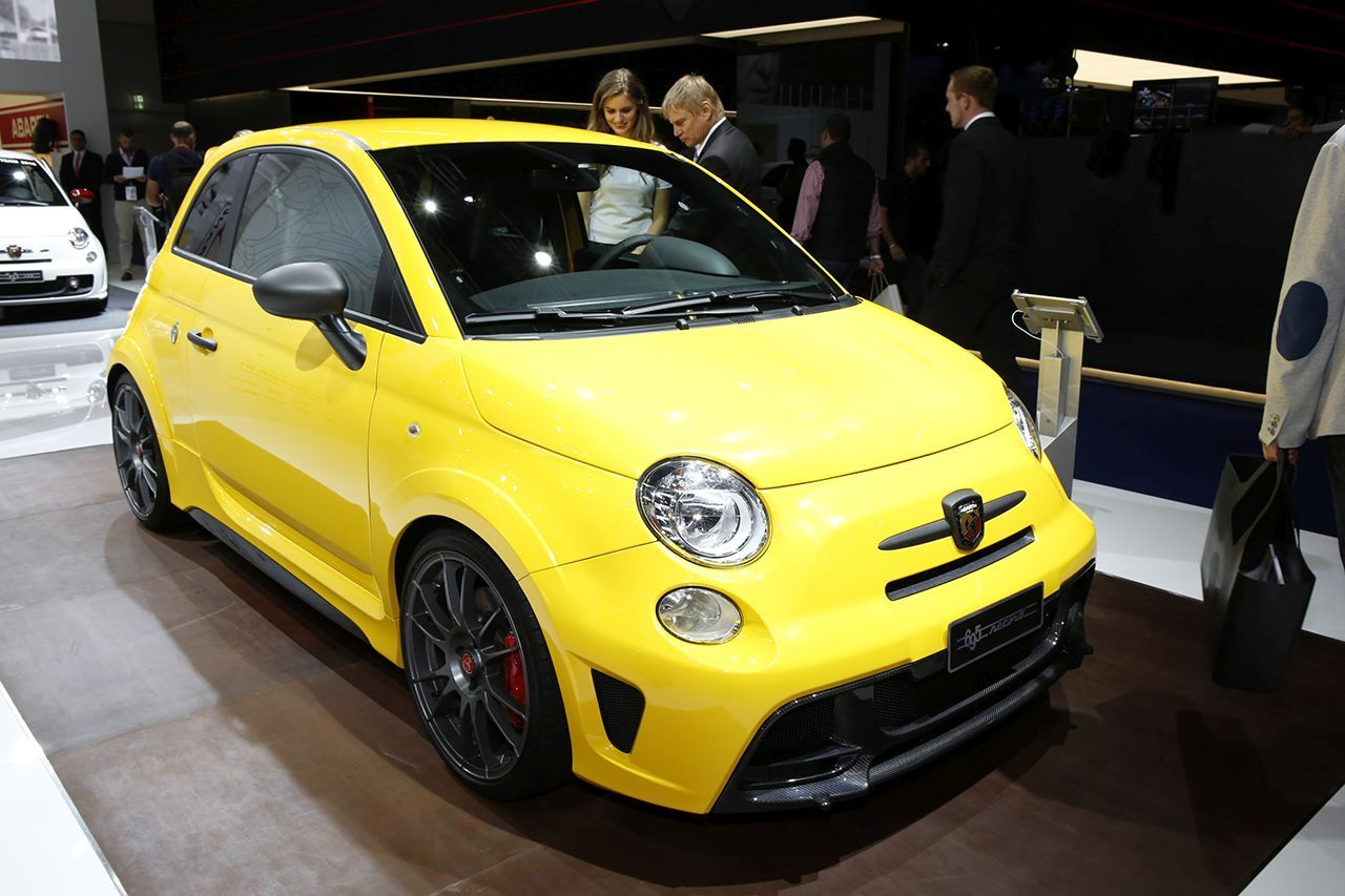 abarth 695 biposto une version record au salon de francfort l 39 argus. Black Bedroom Furniture Sets. Home Design Ideas