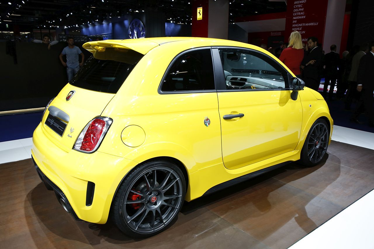 abarth 695 biposto une version record au salon de francfort photo 2 l 39 argus. Black Bedroom Furniture Sets. Home Design Ideas