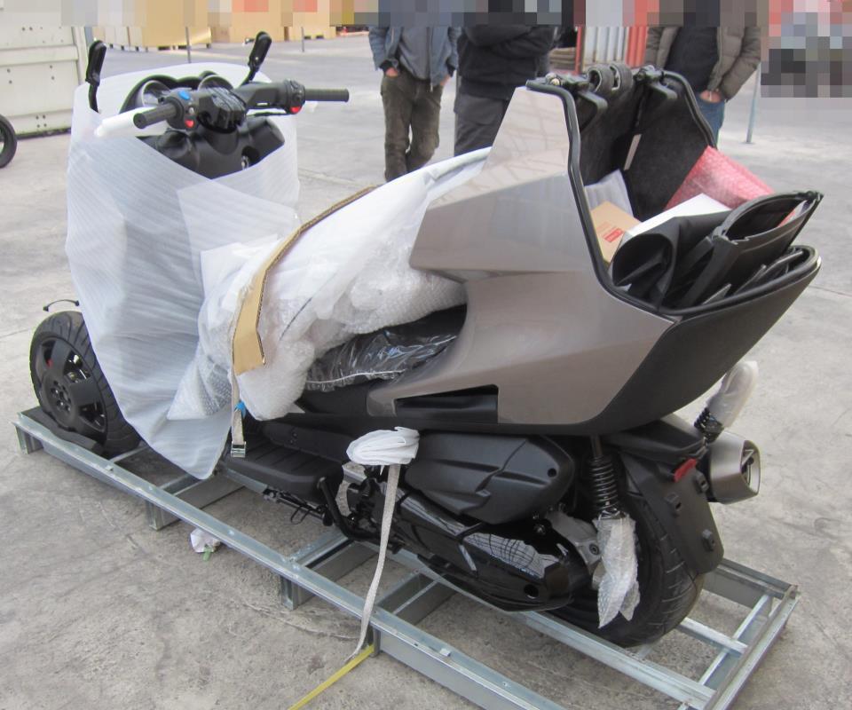 lancement au japon de l 39 adiva ad3 le scooter trois roues d couvrable photo 28 l 39 argus. Black Bedroom Furniture Sets. Home Design Ideas