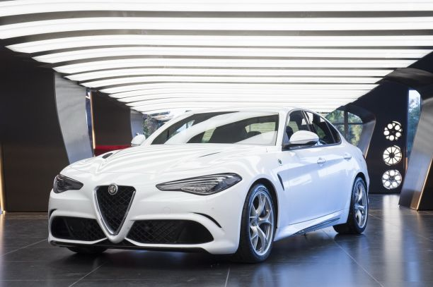 nouvelle alfa romeo giulia 2015 ultra performante en quadrifoglio l 39 argus. Black Bedroom Furniture Sets. Home Design Ideas