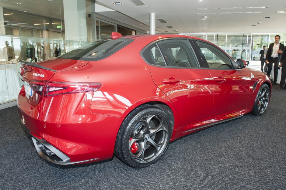 nouvelle alfa romeo giulia 2015 ultra performante en quadrifoglio photo 16 l 39 argus. Black Bedroom Furniture Sets. Home Design Ideas