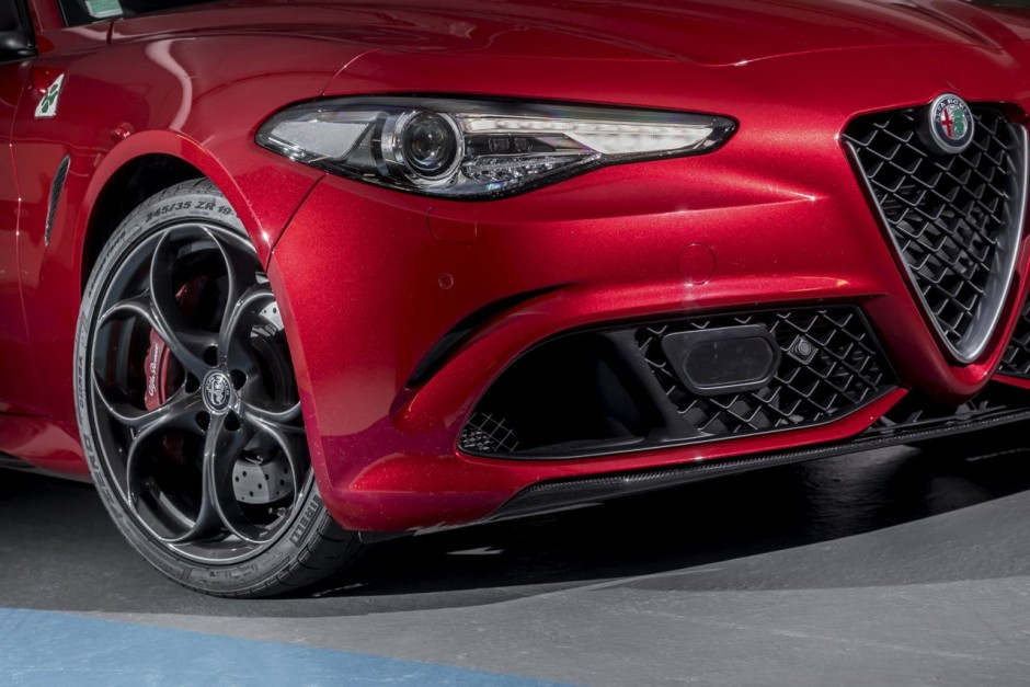 essai alfa giulia quadrifoglio le test au n rburgring et sur autobahn photo 16 l 39 argus. Black Bedroom Furniture Sets. Home Design Ideas