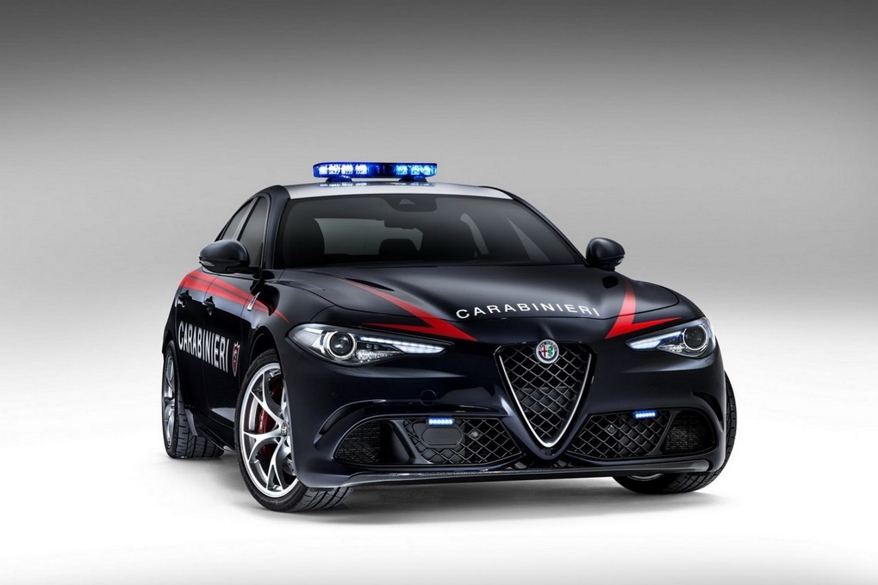deux alfa romeo giulia quadrifoglio pour les carabinieri italiens l 39 argus. Black Bedroom Furniture Sets. Home Design Ideas