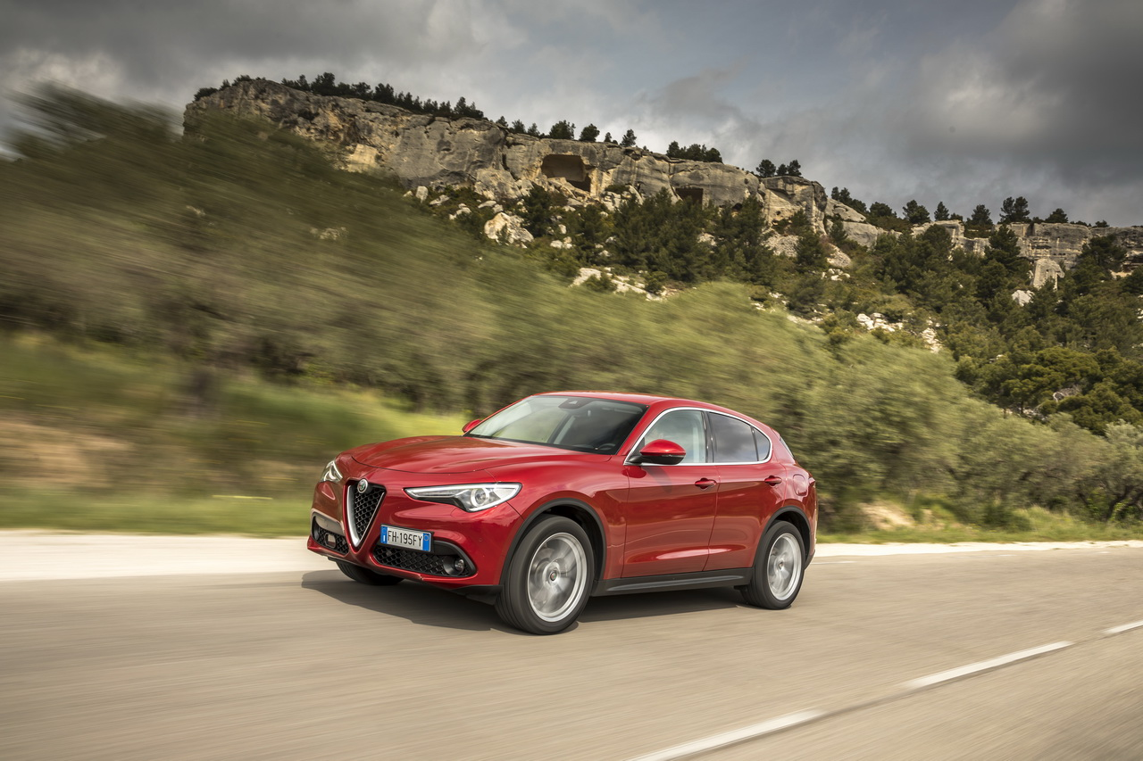 tous les nouveaux suv de 2017 en images alfa romeo stelvio l 39 argus. Black Bedroom Furniture Sets. Home Design Ideas