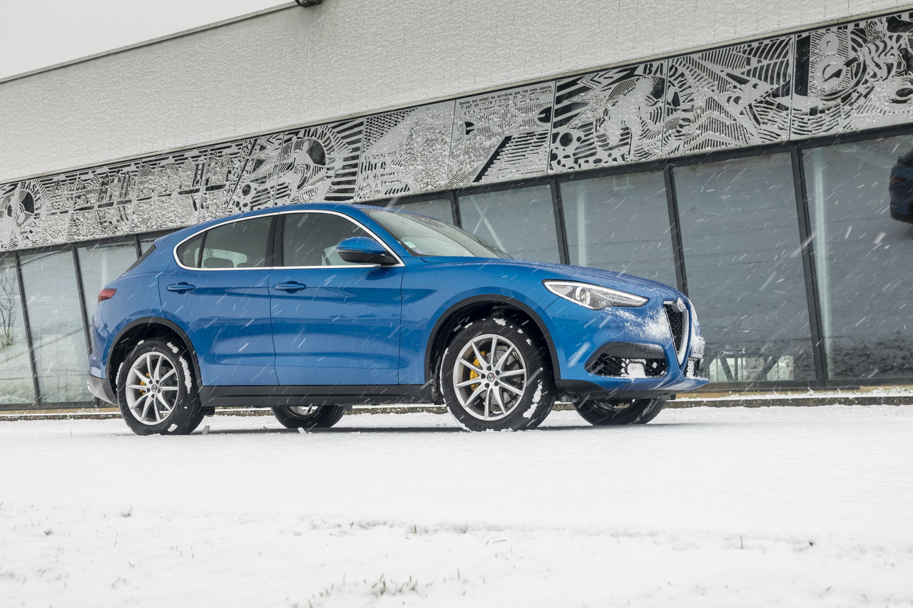 prix alfa romeo stelvio nouvelle version sport edition photo 2 l 39 argus. Black Bedroom Furniture Sets. Home Design Ideas