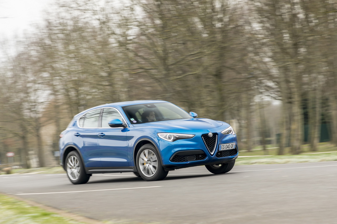 essai alfa romeo stelvio 2 0 t 200 notre avis sur l 39 essence 1er prix photo 25 l 39 argus. Black Bedroom Furniture Sets. Home Design Ideas