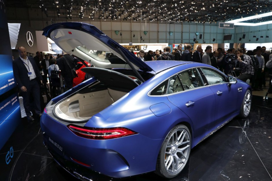 amg gt 4 portes vs porsche panamera le match des fus es familiales photo 15 l 39 argus. Black Bedroom Furniture Sets. Home Design Ideas