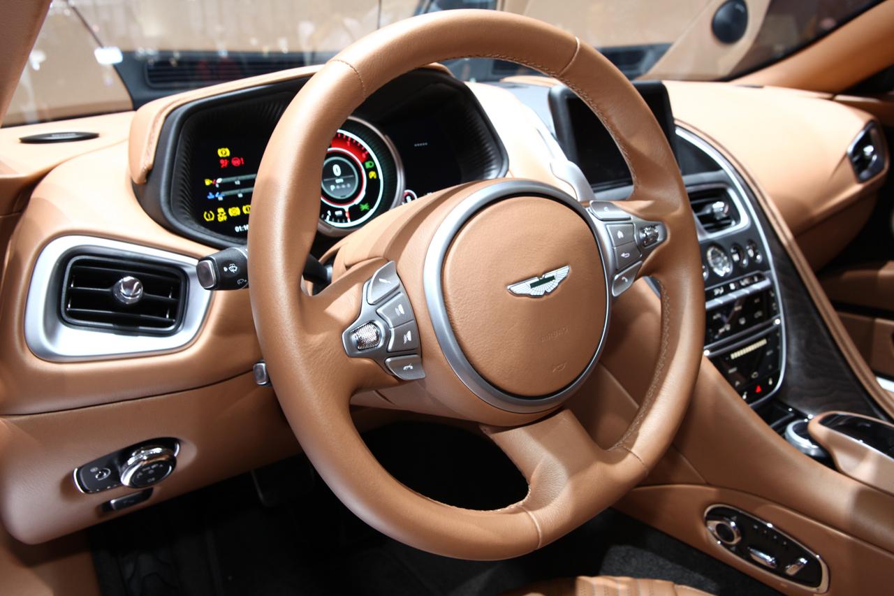 2016 - [Aston Martin] DB11 - Page 7 Aston-db11-geneve-2016-ac-23