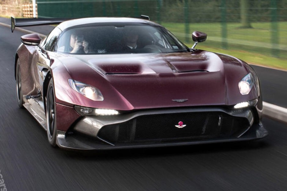 l 39 aston martin vulcan prend la route photo 1 l 39 argus. Black Bedroom Furniture Sets. Home Design Ideas